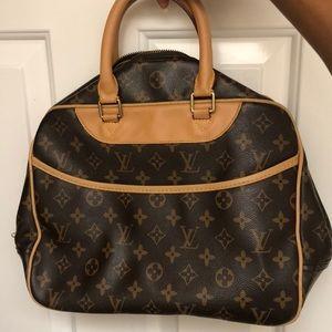 Authentic Louis Vuitton hang bag